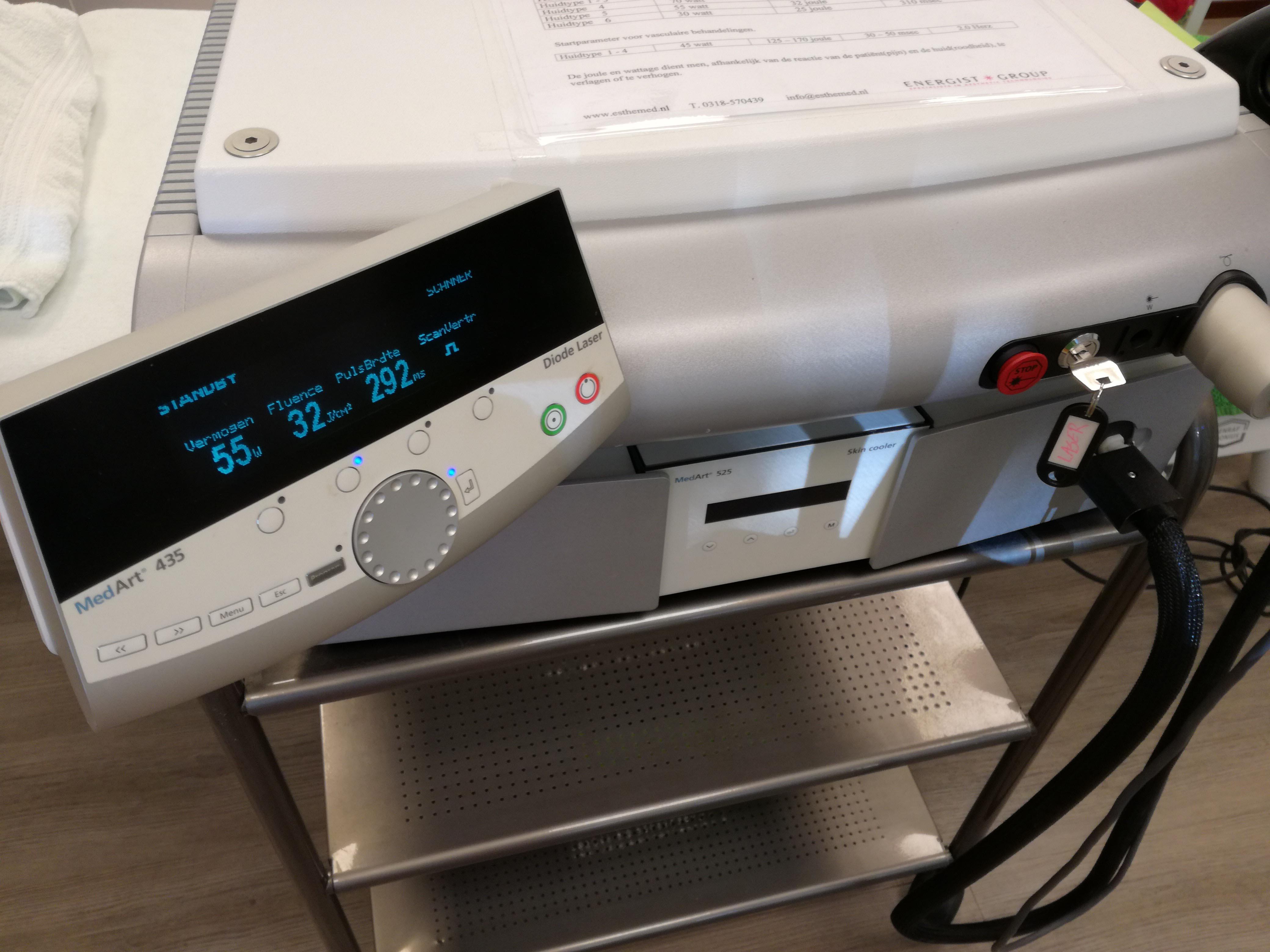 laser ontharen kan bij de donkere huid met de diode laser